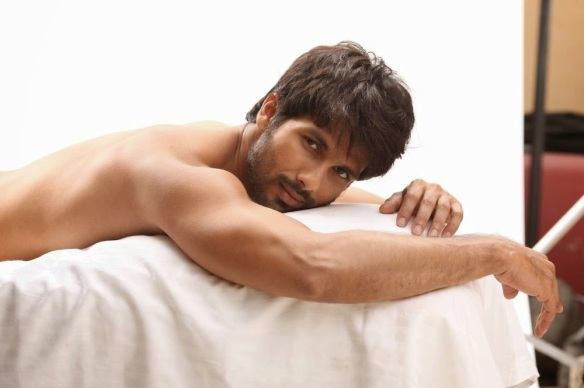 shahid-kapoor-shirtless-photos-9878
