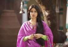 priyanka-chopra-waiting-for-someone-teri-meri-kahaani-movie-stills