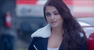 aishwarya-rai-bachchan-looks-sizzling-hot-in-adhms-bulleya-song