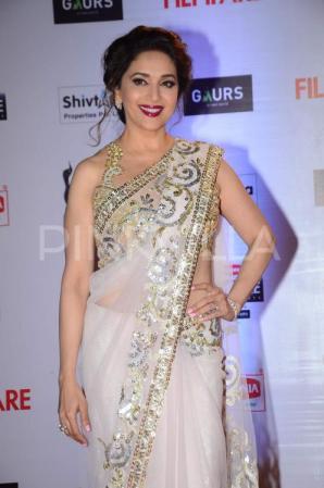 Madhuri-Dixit-Filmfare-Awards (4)