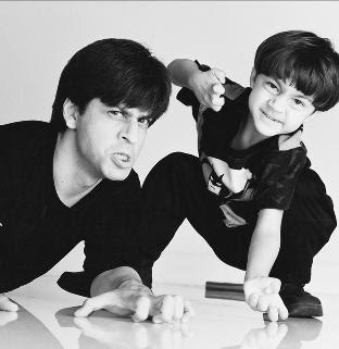 ShAhRuKh iS My KiNG KHAN!!! :): SRK with his Kids:- Aryan & Suhana
